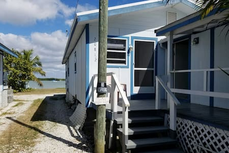 Quaint Cottage located in an Old Fishing village - Marco Island - Wohnung