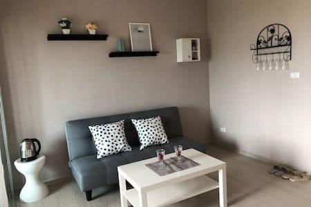 曼谷全新短租公寓,设备齐全,泳池健身房免费