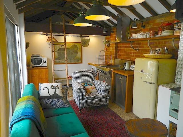 Charming Tiny House in the heart of Old Griffith