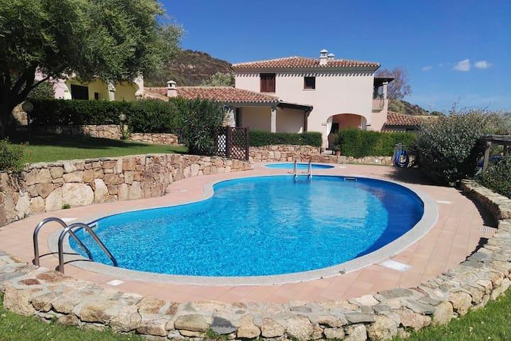 Quadrivano panoramico con piscina in residence