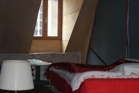 joli appartement coloré - La Charité-sur-Loire