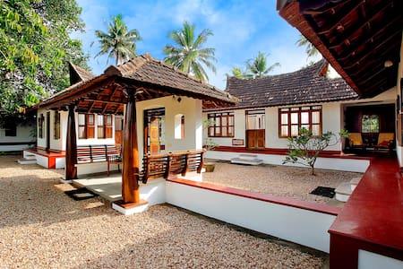 Waterfront Family Villa - Kumarakom - Huvila