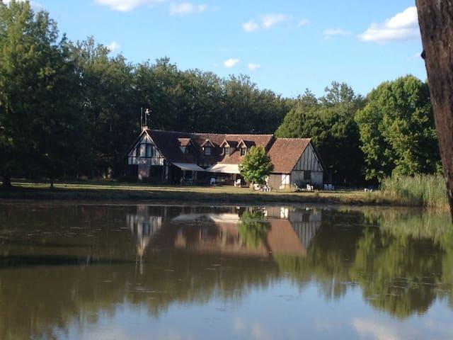 Sologne longère, charme face étang - Neuvy-sur-Barangeon - House