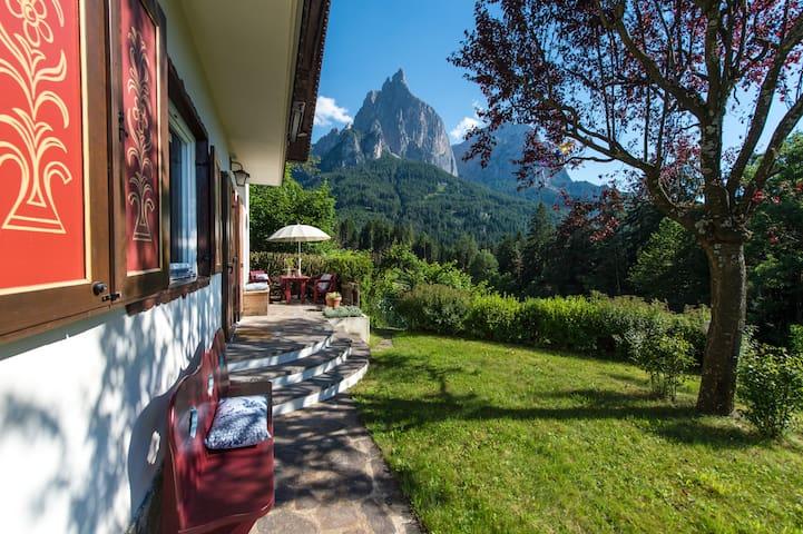Chalet Adriana in Seis im Herzen der Dolomiten - Siusi - Casa de camp