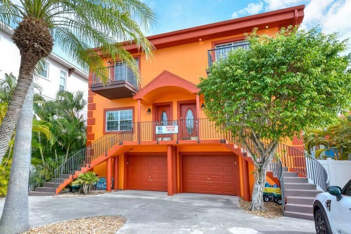 SEASIDE VILLAS - Deluxe 8-Bedroom Siesta Key Townhouse Vacation Rental - With He