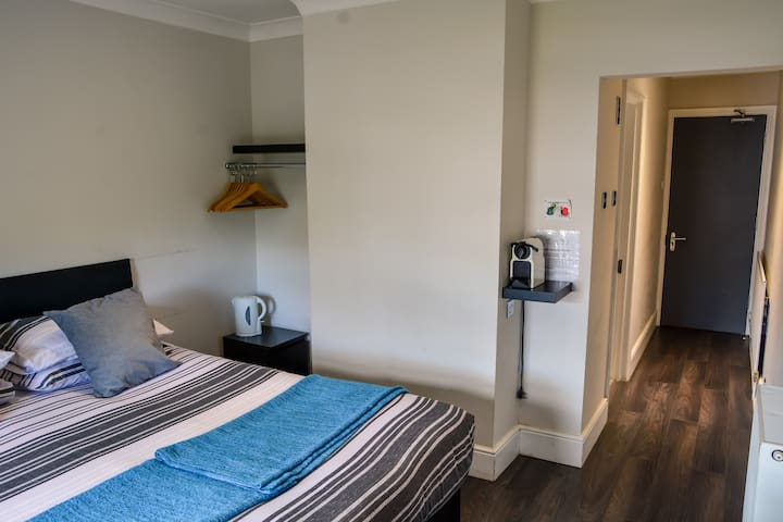 King/Twin Ensuite Room - Winston Hill Lodge