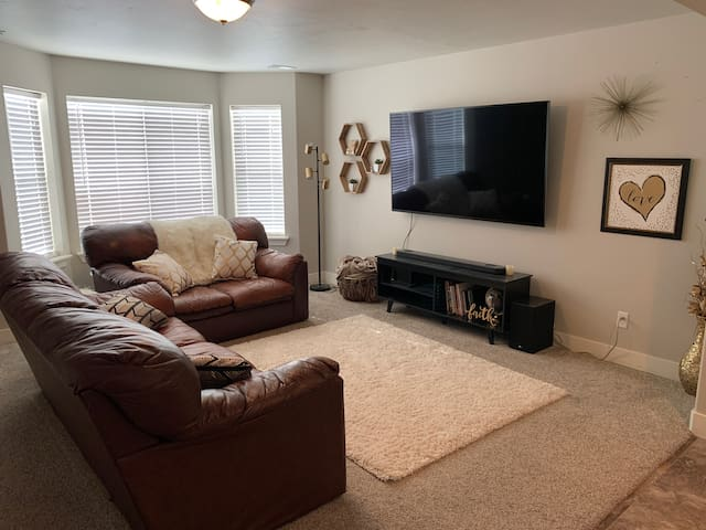 Spacious/CLEAN townhome- Most comfortable beds