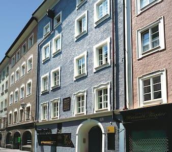 Einzimmerwohnung mitten in der Altstadt - Salisburgo - Condominio