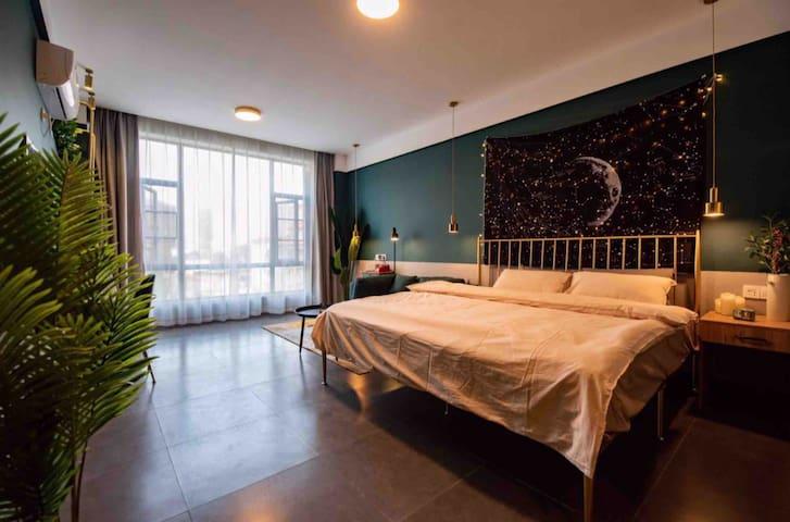 西双版纳星和宿民宿 05精致复古 2米特大双人床浴缸房 氛围间