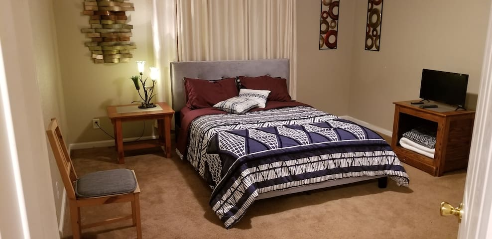 Beautiful Large Master Bedroom with ensuite