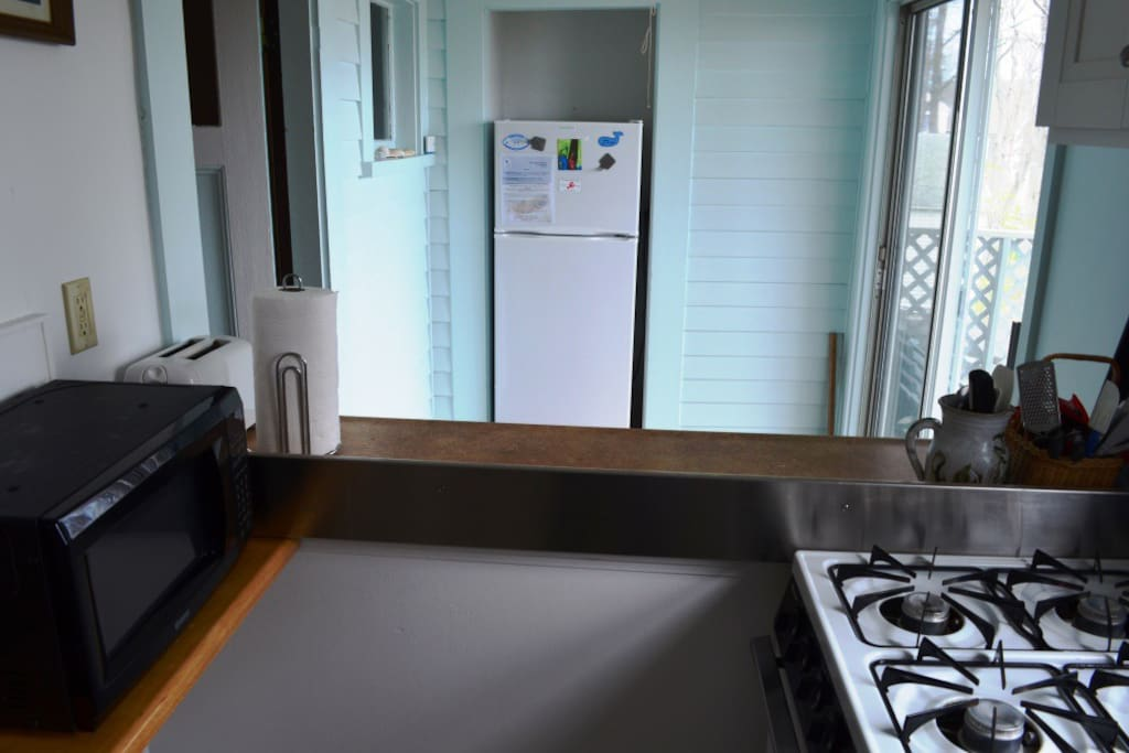 Sea Vagabond Cottage-Kitchen featuring breakfast bar with seats for 4