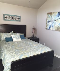 Cozy spare bedroom & bathroom - Belton