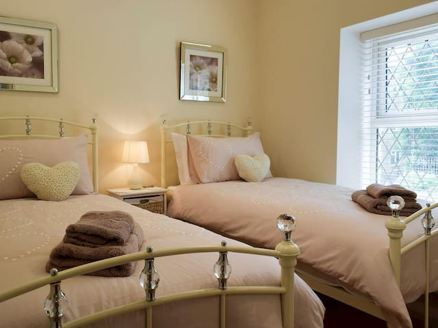 And another lovely,cosy bedroom