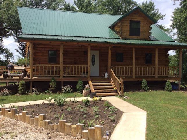 Experience Log cabin Living