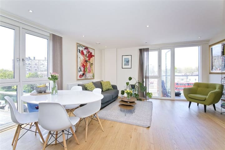 Stunning & Cool Two Bed Flat in London, Shoreditch - Lontoo - Huoneisto