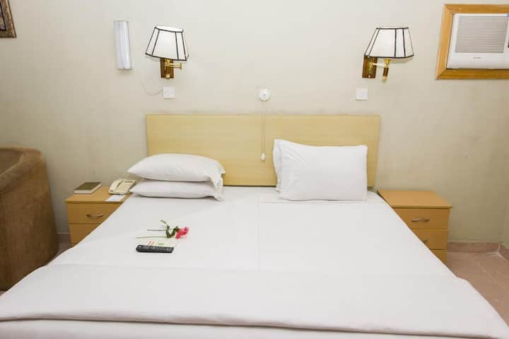 EEMJM HOTELS AND SUITES - Business Suite