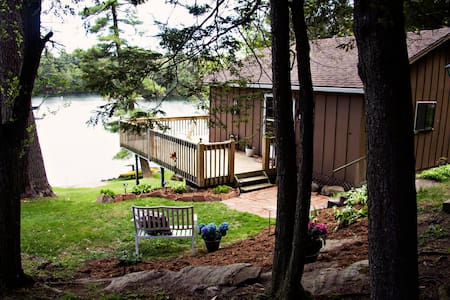 Smugglers Getaway Riverfront B&B - Leeds and the Thousand Islands - Bed & Breakfast