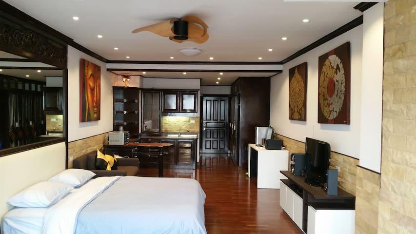 Luxury 15th Top Floor Condo with Swimmingpool