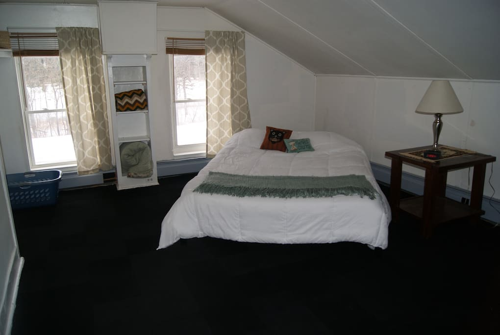Brand new queen bed/mattress overlooking the Au Sable river