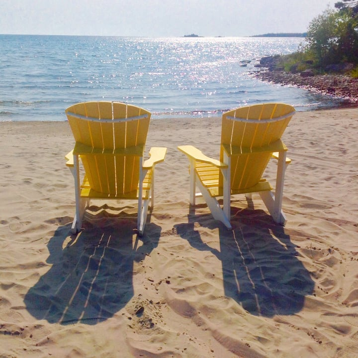 Tobermory Beach Cottage  Northern Bruce Peninsula