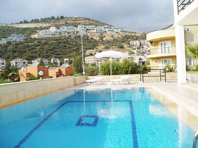 Ground floor 2 bedroom apartment with pool