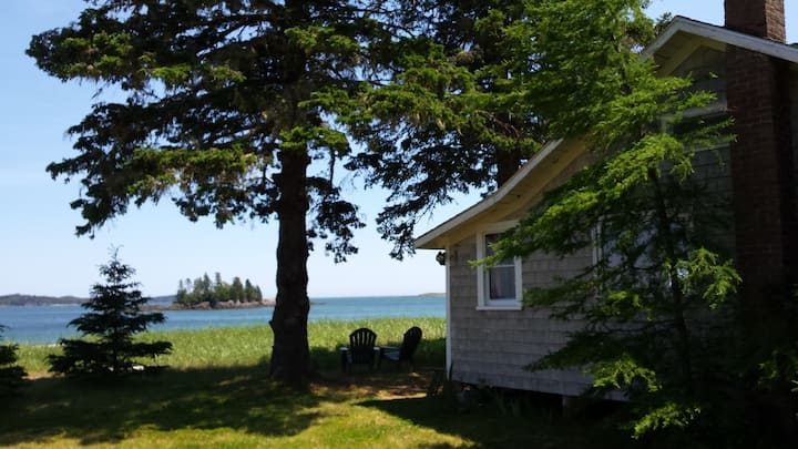 The Sweet Pea, A Beachfront Cottage for Two!