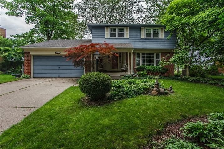 Family Friendly Home with Park Views and Access