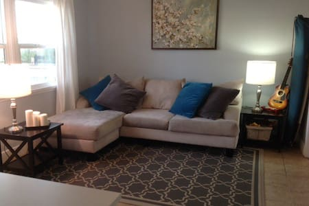 Be downtown and by the beach! - Oceanside - House