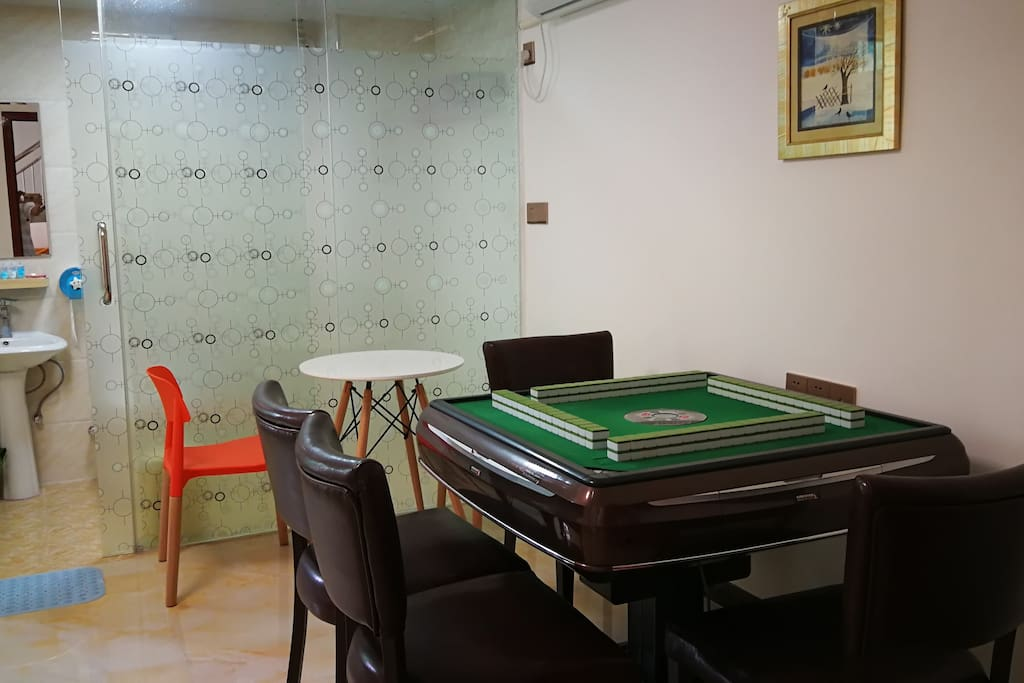 102号超级大户麻将房,两张1.8米大床,能满足一大家子同时使用