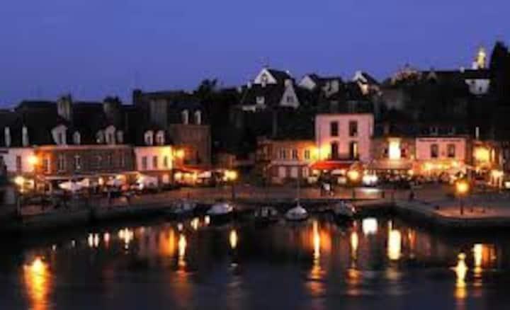 Port Saint goustan Auray.petit voilier sur ponton