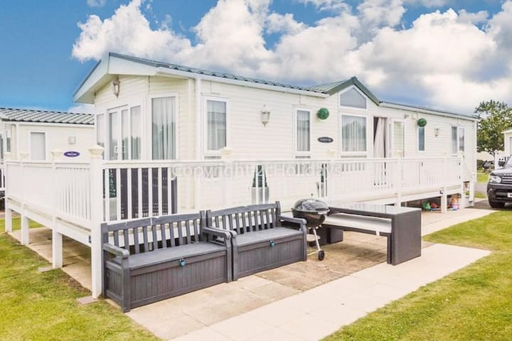 Luxury holiday home at Haven Hopton near the golf course in Norfolk.ref 80002W
