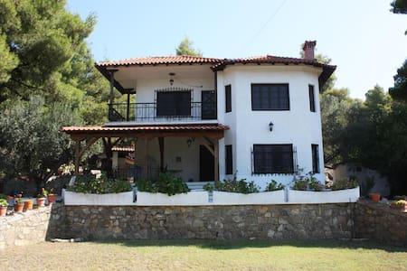 GARDEN HOUSE ΑΚΤΗ ΚΑΛΟΓΡΙΑΣ - Νικήτη - วิลล่า