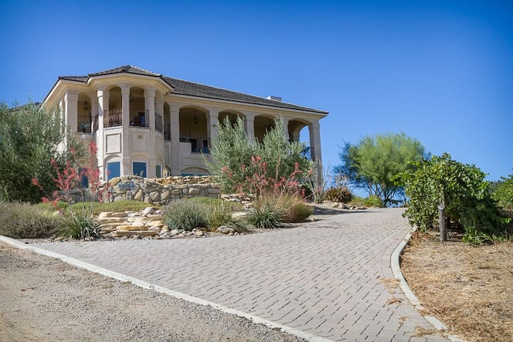 Luxurious Retreat at Paso Vineyard - Creston