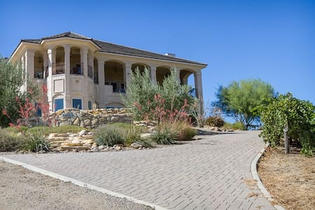 Luxurious Retreat at Paso Vineyard - 克莱斯顿(Creston)
