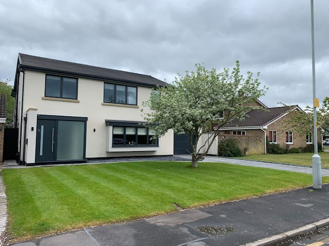 Luxury 4 bed home by Formby Beach & Nature Reserve