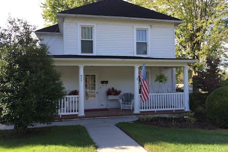 Large historical home located near VT and RU. - Christiansburg - House