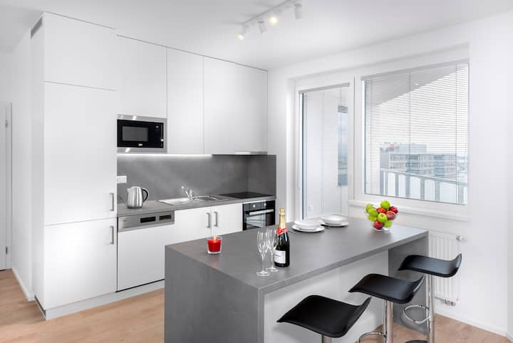 New modern 3 Bedroom Ap.directly at Subway station