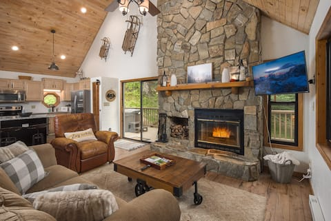 NEW! Tilyou Retreat - Mountain Cabin - Sleeps 11!