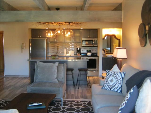 Timberline Ski-in/out~Pool~Hot Tub~Fireplace~Shuttle~Restaurant~One Bedroom - (18 units) - All Unique