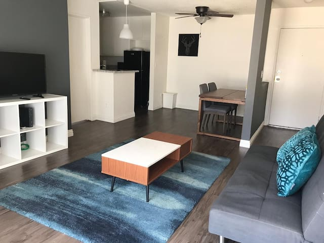 TOP SUNSET BLUE 1 bedroom Apt w/ PARKING!
