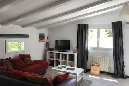 Jolie habitation avec terrasse de 25 m2 au calme