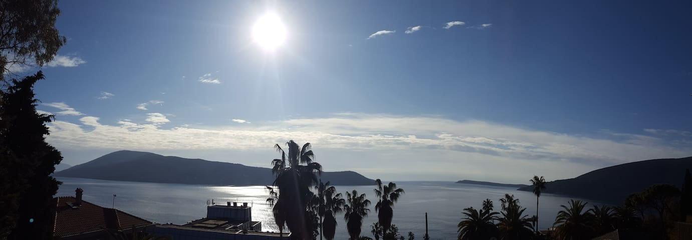 SPECIAL PLACE, majestic views - large 1bed, H Novi - Herceg - Novi - Daire