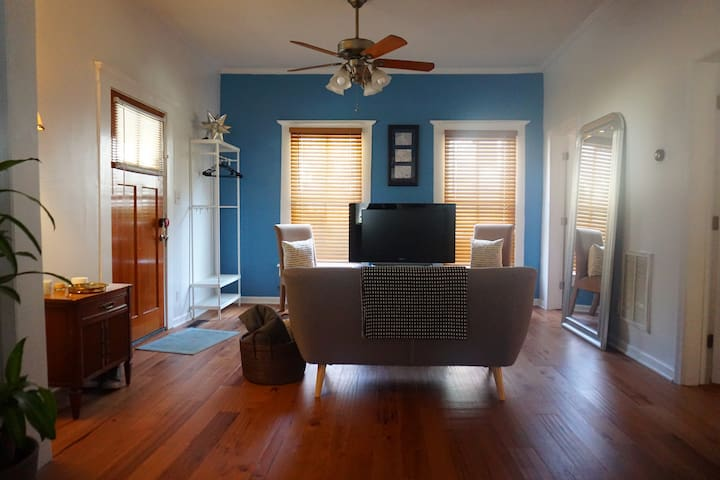 Beautiful Cozy Bungalow | Mins From Airport & ATL