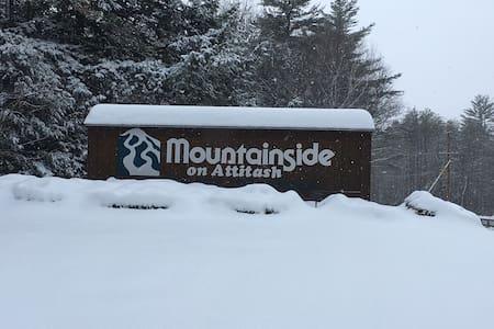 Attitash Mt Slopeside Condo - Ski In Ski Out!