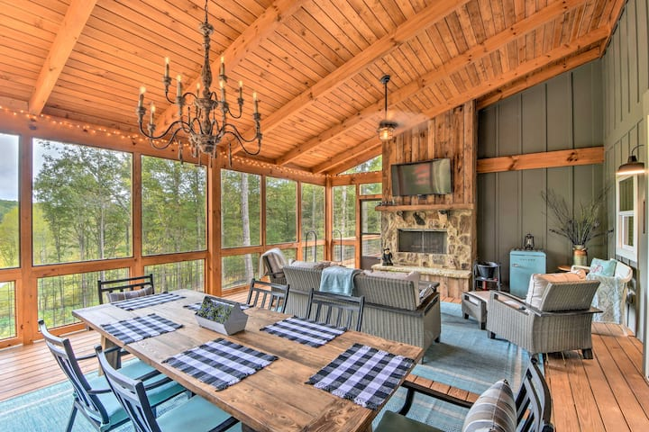 Cork & Creek Cottage' w/Mtn & Pasture Views!