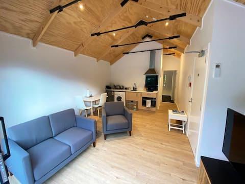 Queenstown's Newest Apartment - Top Floor w. Views