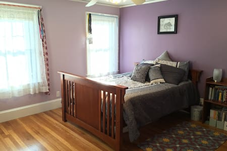 Spacious bedroom in Family Home - Lexington - Haus