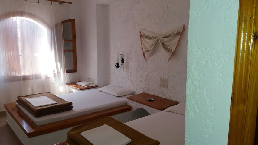 HOTEL MARIA DOUBLE AND  SINGLE  BED WITH BREAKFAST