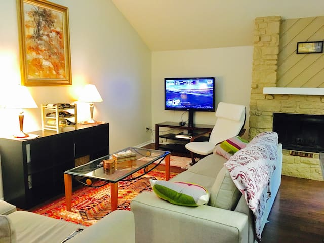 Cozy Home for 6 Near DTown, Zilker, Barton Springs