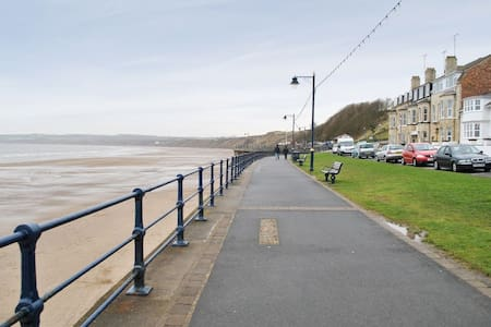 Beach Front 4* Apartment - Filey